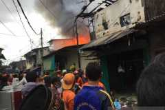 Belasan mobil damkar dikerahkan padamkan kebakaran di Pademangan